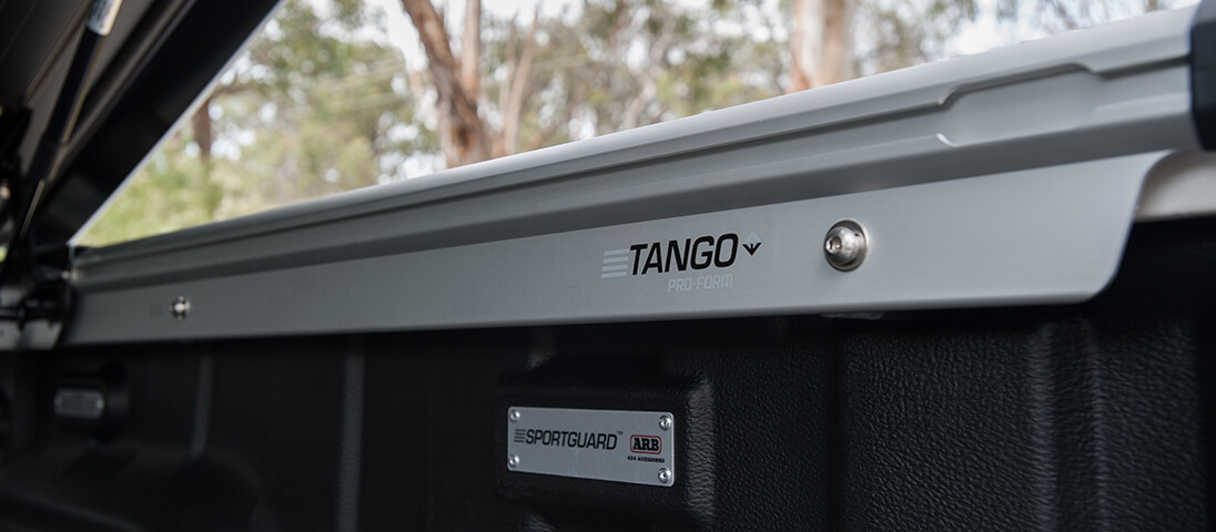 Arb 4 215 4 Accessories Arb Sport Lid Tango For Hilux 2015
